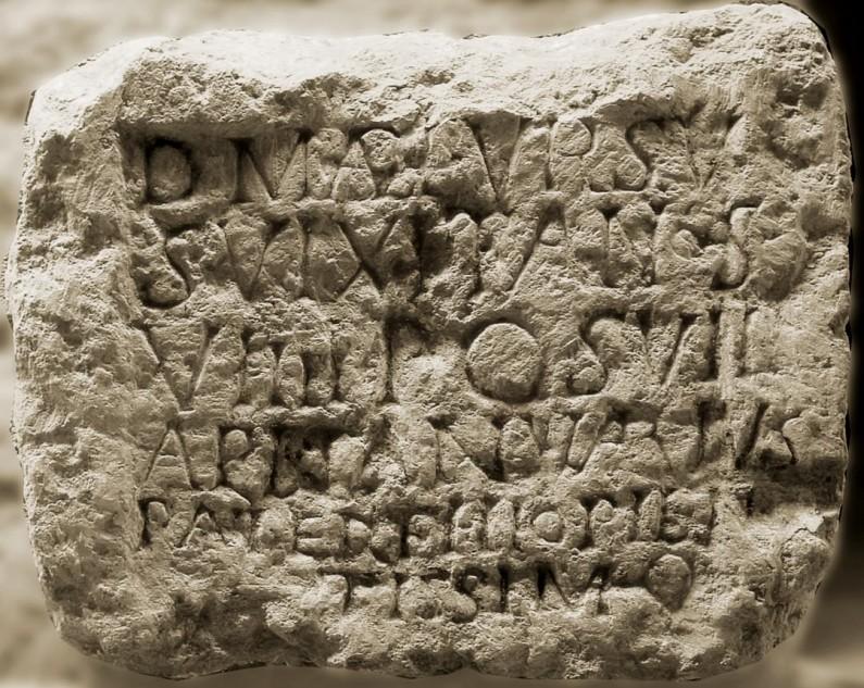 Egy 9 évesen elhúnyt római kisgyerek sírtáblája